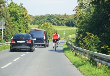 biciklis előzés