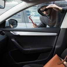 Mit tegyünk, ha a bérelt autó megsérült vagy feltörték?