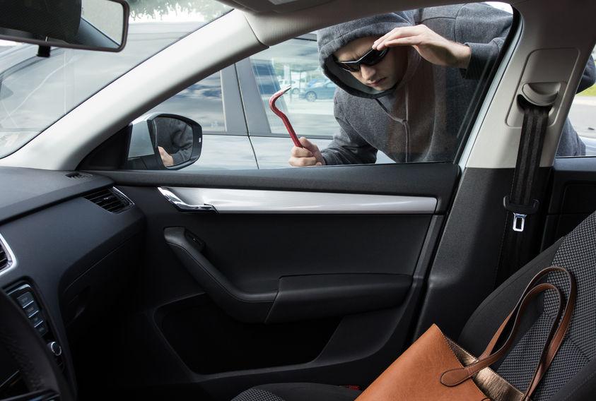 autó feltörés